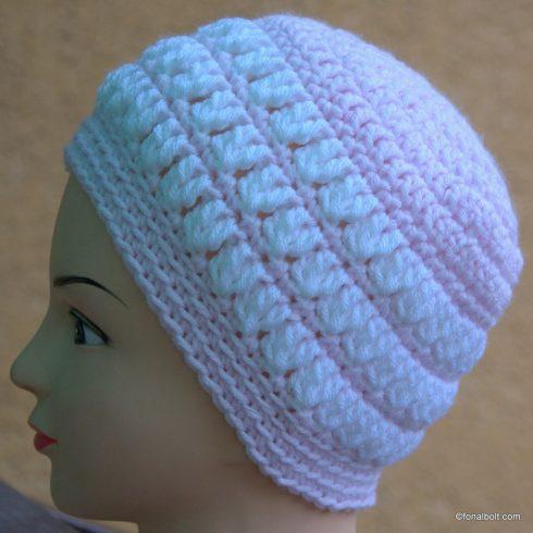 Fehér mintás halvány rózsaszín sapka