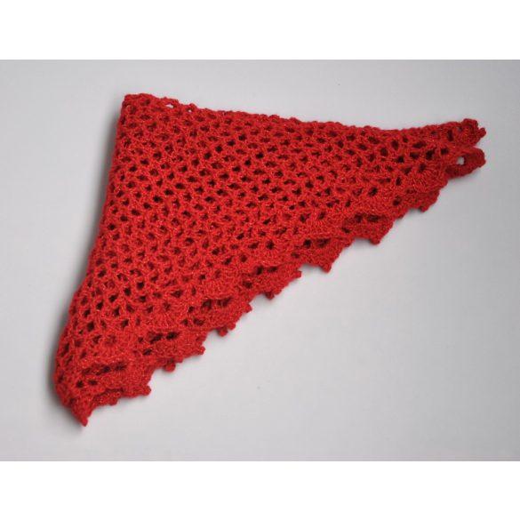 Piros, csillogós háromszög alakú kendú